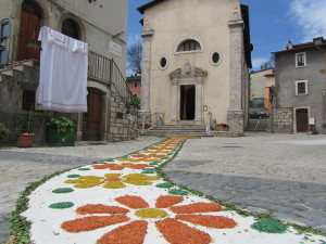 Largo del Carmine adornata per l'Infiorata del Corpus Domini (foto Stefano Dark)
