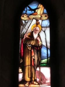 S.Antonio abate in una finestra policroma dell'abbazia