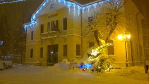 palazzo municipale durante le festività invernali