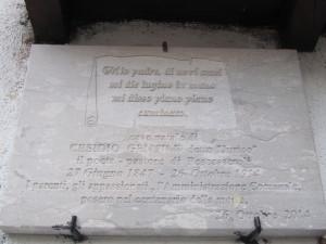 targa a ricordo di Jurico (Cesidio Gentile) in Largo Costa Grega, alle spalle della chiesa del Carmelo (foto Stefano Dark)